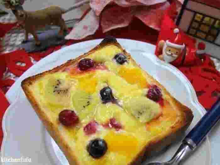 食パンを少しくり抜いて作る甘いパングラタンのレシピ。くり抜きやすいように厚めの4枚切りなどを使いましょう。休日のブランチにゆっくり味わうのも良いですね♪