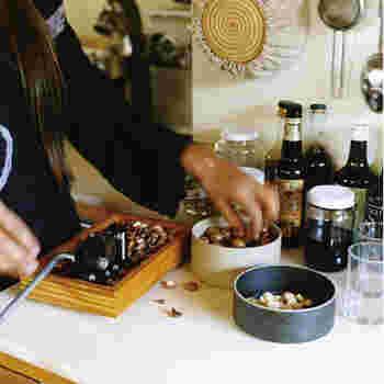 6種類の大きさから選べるボウルは、高さが2種類。お料理だけでなく、フルーツなどを食卓に並べるときにも便利ですね。