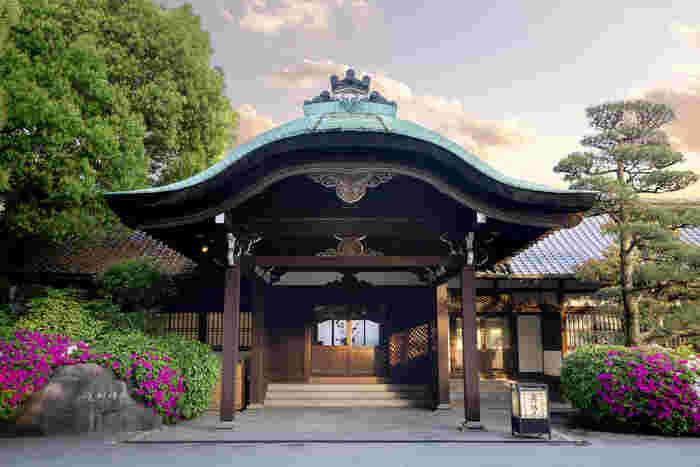 太閤園の淀川邸は、重厚感あふれる日本家屋の建物の料亭です。