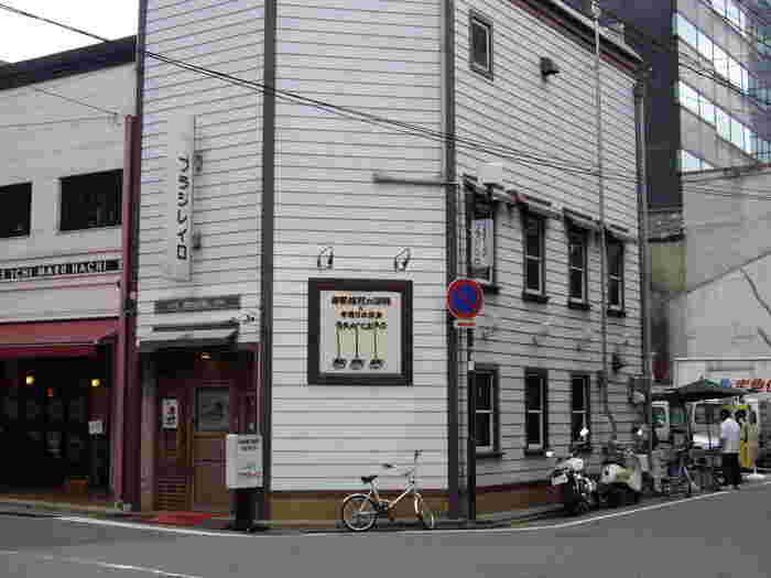 福岡に現存する最古の喫茶店「ブラジレイロ」。レトロな外観が印象的です。