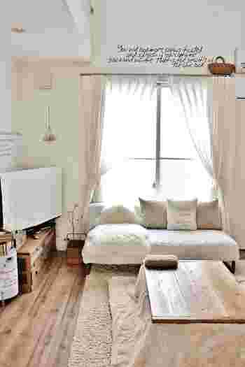 お部屋にカーテンをかけることで、印象はがらりと変わります。好きな色や柄を取り入れるのは勿論、ナチュラル、モード、シンプル…どんな雰囲気のお部屋にしたいのか、窓辺を中心としたお部屋づくりが楽しめます。