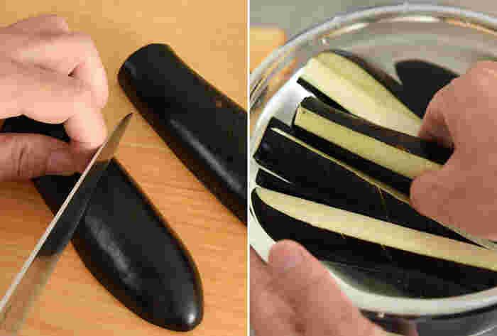 なすの下ごしらえのポイントは、皮目に浅い切れ込みを2~3mm間隔で細かく入れること。味が染みこみやすくなるだけでなく、食べるときに皮が噛み切りやすくなります。