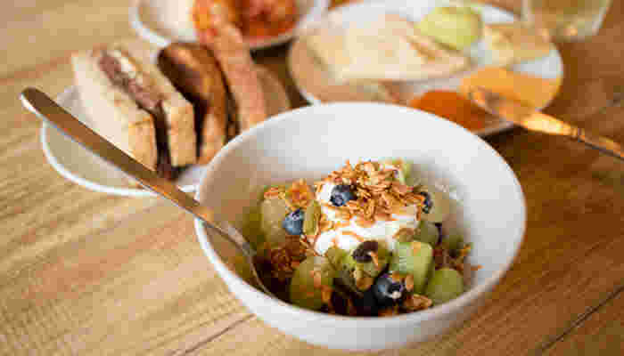小さなボウルはサラダやデザートに。お椀のような馴染みのあるシルエットが可愛らしい。ほんのり縁が丸くなっていています。