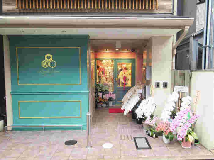 京都で創業400年の歴史ある老舗の亀屋清永が手掛けたのが「ワンダースイーツキヨナガ」。たくさんのお客様に和菓子の素晴らしさを知ってほしいという思いから、和と洋が融合したスイーツを作ったのだとか。