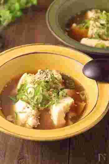 寒暖差が大きくなる秋は、体を冷やさないことが大切。こちらは、生姜が入ったあったかレシピ。まな板も包丁も使わず、鍋ひとつで作れてしまうレシピは、覚えておくと役に立つこと間違いなしです◎