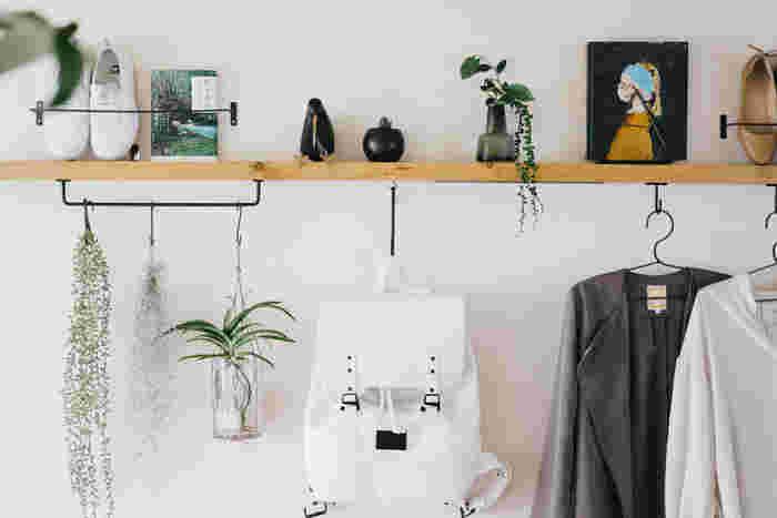 賃貸でもできるDIYなど、壁面収納の実例やアイディアをご紹介しました。狭い部屋の収納力アップに、使い勝手のいい収納にと、何かと重宝する壁面収納。見落としがちな壁面というスペースを有効活用して、低コストでおしゃれなインテリアを叶えてくださいね。
