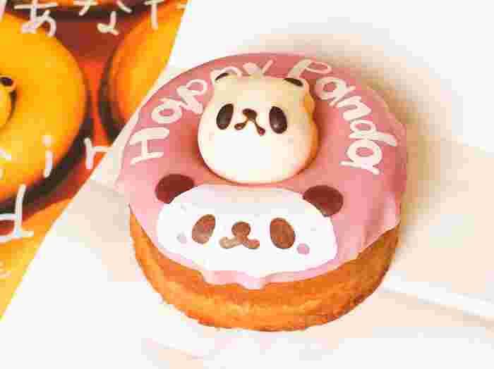 北海道うまれのドーナツショップ「シレトコ ファクトリー」ですが、エキュート上野店では限定のパンダドーナツに出会えます。真ん中の穴からのぞいているパンダがとってもキュート!