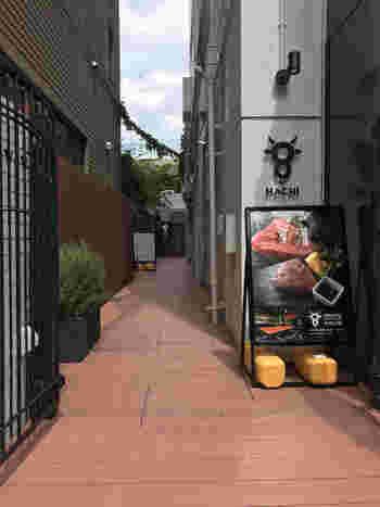 表参道の骨董通りから路地に入ったところにある「黒毛和牛 レストラン HACHI(ハチ)」では、黒毛和牛を使用したロールキャベツがいただけます。