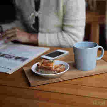 コーヒーブレイク時は、ちょっとしたお菓子やお茶をセットして、パソコン机の上にポンとスタンバイさせておけばこんなにおしゃれな風景に♪