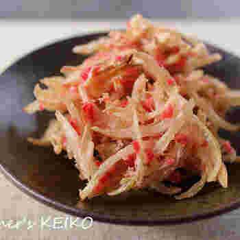 玉ねぎと紅しょうがで作る天ぷらは、シンプルな食材なのにお箸が止まらなくなる味わい!ビールにもよく合うので、おつまみレシピとしても重宝します♪