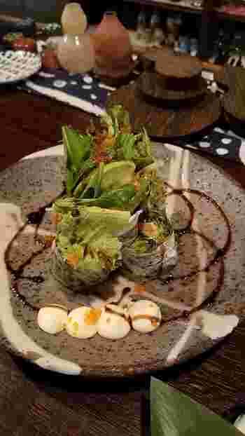 地元産食材をふんだんに使った料理は何を食べても美味しく、またお酒との相性も抜群。石川県産コシヒカリを使用したこだわりの釜めしもおすすめです。