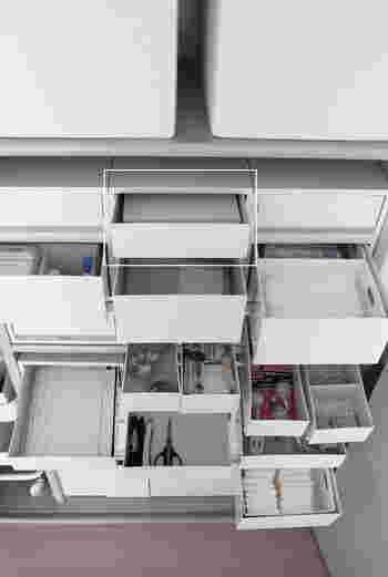 文房具や日用雑貨がたくさんあるお家では、ケースを並べて管理する方法も◎ 無印良品のポリプロピレンケース・引出式は、必要な個数スタッキングしたり、横に並べて使いやすく人気です。 浅型・深型以外にもワイドサイズや引き出しが2個付いたタイプもあり、細かな仕分け収納が可能。