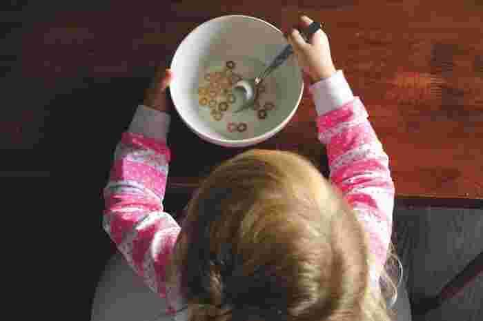 小さな子供は食べ物や飲み物を何かとこぼしてしまいがち。そんな時には、ウエスをリビングやダイニングなどにたくさんスタンバイしておいて、いつでもサッと拭けるようにしておくと便利ですよ。ちょこっと拭き用や派手にこぼした時用などサイズを変えて用意しておいてもよさそうですね。