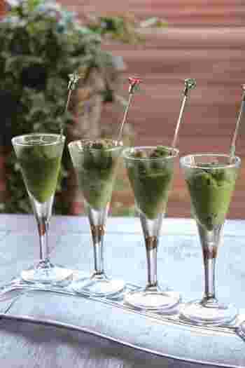 ●豆乳抹茶のグラニテ  豆乳と抹茶を使った優しい味のグラニテ。お洒落なグラスに入れておもてなしにも。