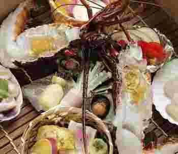 奈良県唯一の蒸し料理専門店、おか田。 三重県産の伊勢海老や旬の野菜をせいろ蒸しでいただけます。  こちらは、厳選素材を使用した【Cコース】