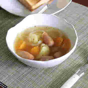 おかずやスープ、デザート。時には丼や麺類などの主食の盛り付けができるマルチな「ボウル」。色や柄、大きさなどもさまざまです。お気に入りのボウルを見つけて、ぜひ毎日の食卓に取り入れてみてください。
