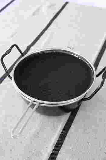 ■La base(ラバーゼ)の鉄揚げ鍋セット メリリマの米ぬか油を使うようになり、揚げ物をする機会が増えたのがきっかけで購入したというひより 510 さん。購入前は、鉄鍋はすごく重いとイメージしていたけれど、実際には軽くて洗いうときも楽チン、と紹介されています。