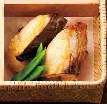 優しい味わいが魅力のさわらは白みその西京焼きがベスト☆白みそはホワイトソースなどほんの少しコクを出したいときにも使える万能みそなんです。