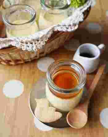 材料は牛乳・玉子・メープルシロップの3つだけ。メープルシロップの優しい甘さにほっとするシンプルなプリンです。フライパンで蒸すので手軽に作ることができます。