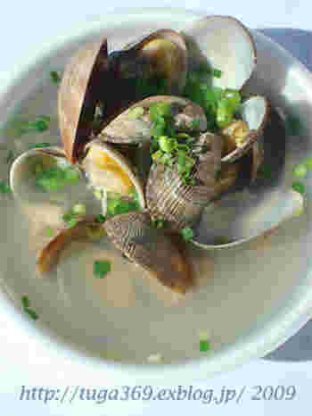 アサリがたっぷりと入ったスープは、出汁が濃厚で旨みもたっぷり。