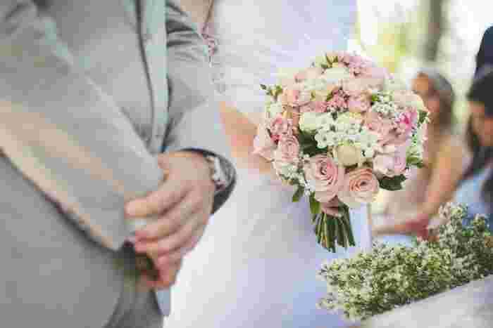 """嫌いなところがある友人でも付き合いが長続きすることもあるように、彼氏や将来のパートナーの嫌いな部分も「それも含めて愛している」という気持ちになれたらそれは幸せな結婚につながります。結局のところ、気になる部分を""""妥協点""""と見てしまっている限り、相手を心底愛せないし、幸せをかえって遠ざけてしまうのです。  もちろん全てのカップルに当てはまるわけではありませんが、やはり相手選びの際は、自分の心に正直になるべき。恋愛や結婚においての過度な「妥協」は自分を苦しめるだけではないでしょうか。"""