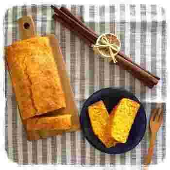 パウンドケーキの材料をバターからオリーブオイルに置き換えて、家族でたっぷり食べられるヘルシーなおやつに。すりおろした人参がたっぷりで栄養もUP!