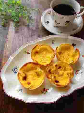 マフィン型に、大判の餃子の皮を敷き、卵液を注いで、トースターで焼きます。フィンガーフードとして、パーティーのおもてなしにも。ワインやシャンパンなどのお酒にも合いそうです。