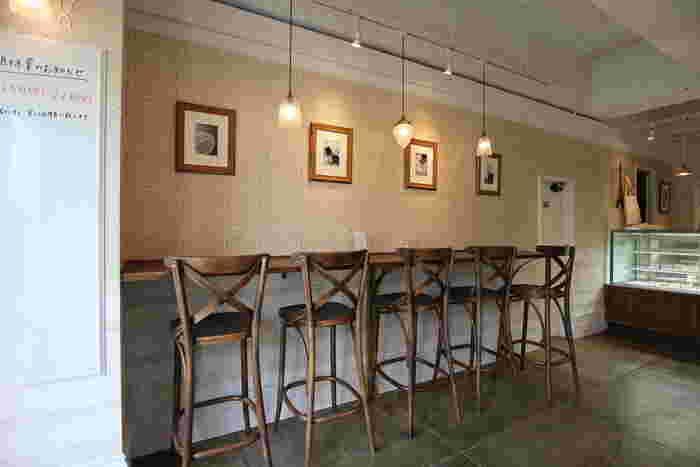 店内のイートインスペースでは、絶品と評判のクロワッサンがセットになった朝食や、サンドイッチ・キッシュなどがワンプレートになったランチメニューのほか、終日、珈琲や紅茶を楽しめるそう。