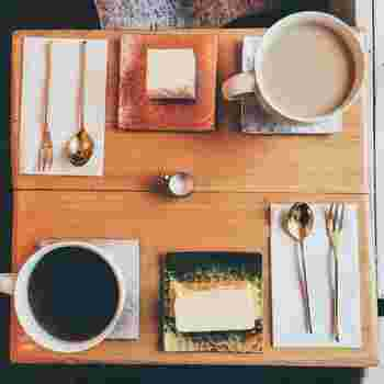コーヒーともよく合うチーズケーキ。少しずつ食べながらゆっくり会話するのもいいですね。