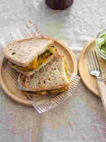かぼちゃサラダに蓮根をプラスして楽しい食感に。カンパーニュも相まって、食べごたえのある野菜サンドになります。