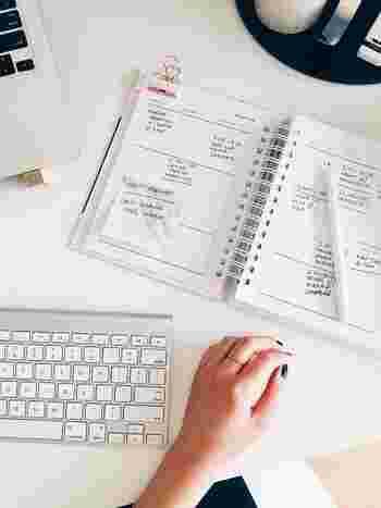 たとえばパソコンを使う仕事であれば、キーボードやマウスは重要なアイテムです。タッチしやすいものを使うことによって、作業効率が格段に上がるでしょう。