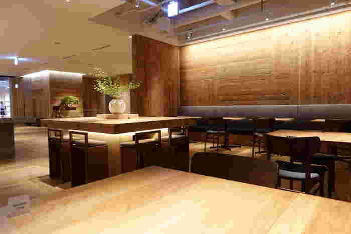 6階にある日本食レストラン「WA」では日本各地のおばんざいを提供。朝食はビュッフェ形式で、飛騨高山産のお米をおにぎりやお茶漬けなど様々なスタイルで堪能することができます。 食事や飲み物を楽しめるスペースは、その他に地下1階の「MUJI Diner」、6階にあるカウンターバー「Salon」があります。