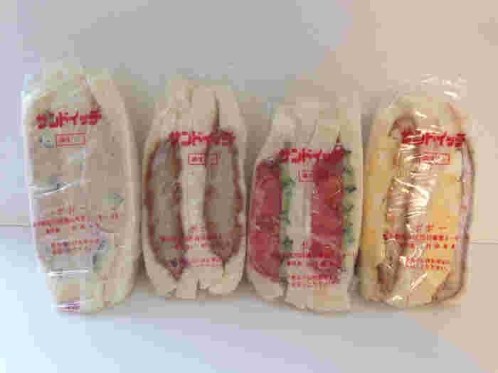 どのサンドイッチも驚くほど具がみっちりと詰まっていて、包装がゆがむほど!タマゴサンドは他店の3倍くらいの分厚さなんだとか。