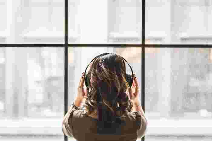 欲張って何曲も聴くよりは、一曲をじっくりと心を込めて、あなただけの感性を研ぎ澄ませて聴くと心のいらないものがほんの少しでも浄化されたような感じを味わうことができます。いつも仕事で忙しく疲れたあなたの心に、ほんの5分間だけでも耳を澄ませて労わってあげませんか。