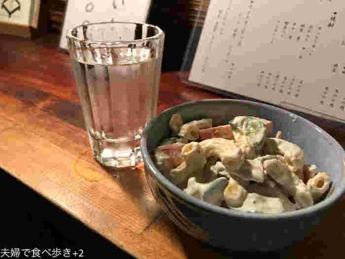 なめらかなマヨネーズのコクと野菜の食感がおいしい「マカロニサラダ」も日本酒のお供に良いですね。日本酒以外にもビールやワイン、焼酎などもあるので、「ちょっと一杯」に訪れてみませんか?