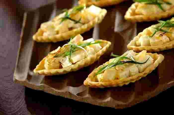 春になると食べたくなる「たけのこ」は、塩気の効いたフェタチーズと、サクッと美味しいタルトに合わせてみませんか?ボート型のかわいいタルトとともに、たけのこの香りを存分に楽しんで♪
