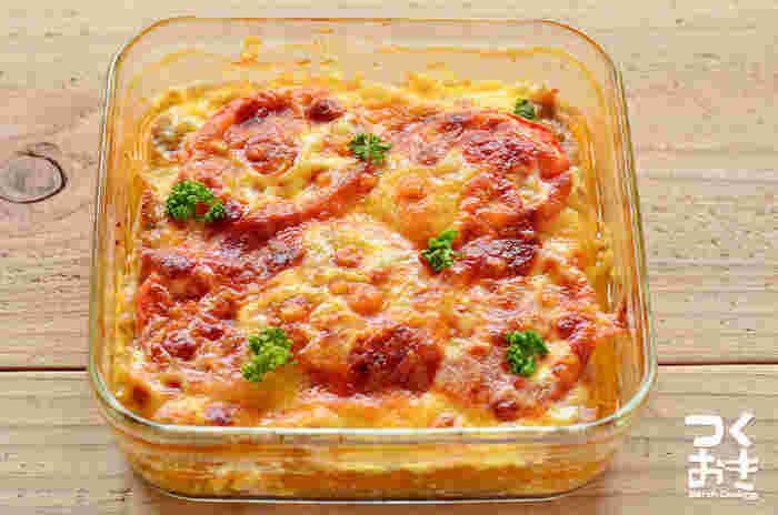混ぜて焼くだけの簡単レシピは時間のない日の一品におすすめ!焼き時間は20~25分かかりますが、その間にささっともう1~2品作れちゃいます。
