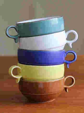 マットな釉薬の手触りが優しい時間を運んできてくれそうなスープボウルは、深さがあるのでスープ類はもちろん、サラダやお惣菜まで何にでも合いますよ。白山陶器の器でほっとする温かさを食卓にプラスしてみましょう。