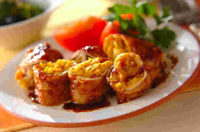 しゃぶしゃぶ用の豚もも肉にマッシュしたかぼちゃと溶けるチーズを挟んで焼いた、食べ応えのあるおかず。中に入れるかぼちゃのマッシュは電子レンジ調理なので、意外と手早く豪華なおかずを作れます。