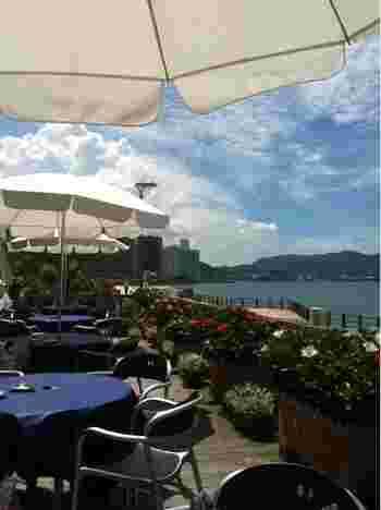 どの席からも瀬戸内海が見渡せる、絶好のロケーションのレストラン。