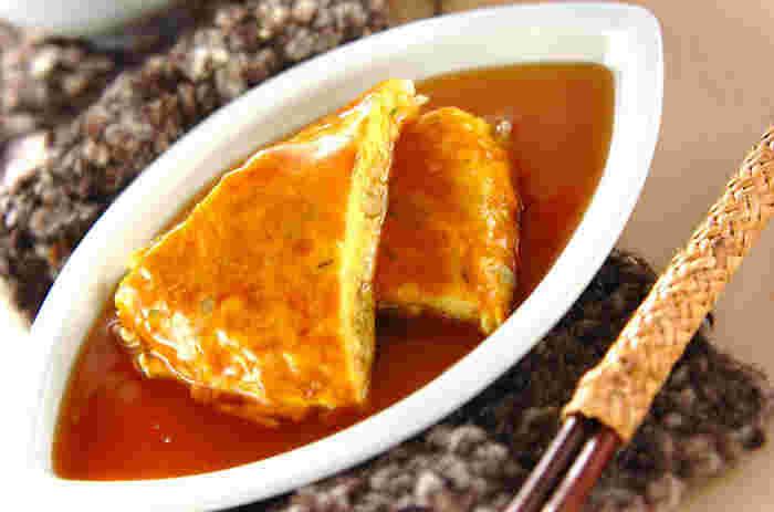 アサリの身や白ねぎ、もやしなどを包んだ卵焼きに、黒酢あんをかけたサッパリレシピ。アサリの蒸し汁を加えることで、旨味がギュッと詰まったあんが完成。いつもの卵焼き料理をアレンジしたいときにおすすめです。