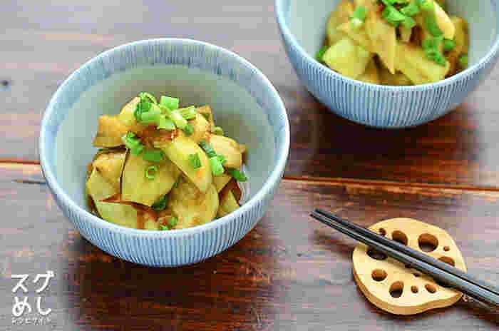 レンジで作るトロトロのナスが美味しい小鉢料理。ポン酢とおかかの風味がよく合います。切ったナスも調味料も、それぞれレンジで加熱して最後に和えるだけ。すぐに食べても、冷蔵庫で冷やして食べても美味しいですよ。