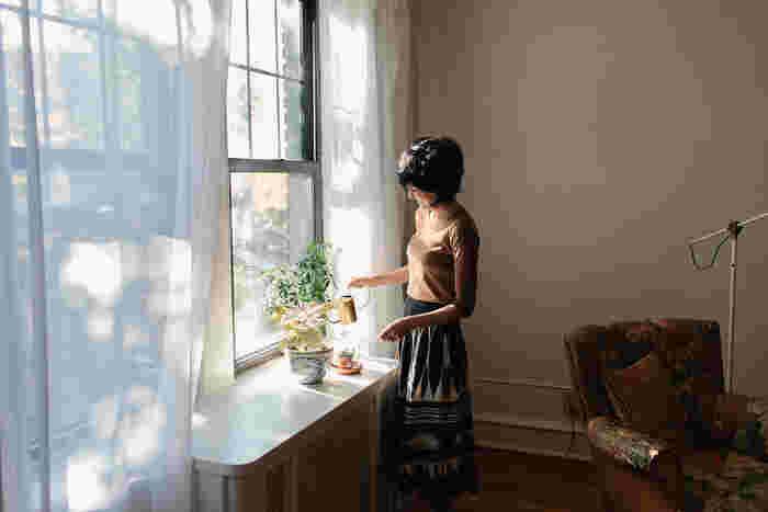 必要のないものを捨てれば、残るのは自分の好きなものばかり。そんな暮らしを続けると、自然と気持ちが前向きになり、今まで以上に笑顔が輝くはず!風水でも、断捨離は運気が上がるとされているんですよ。