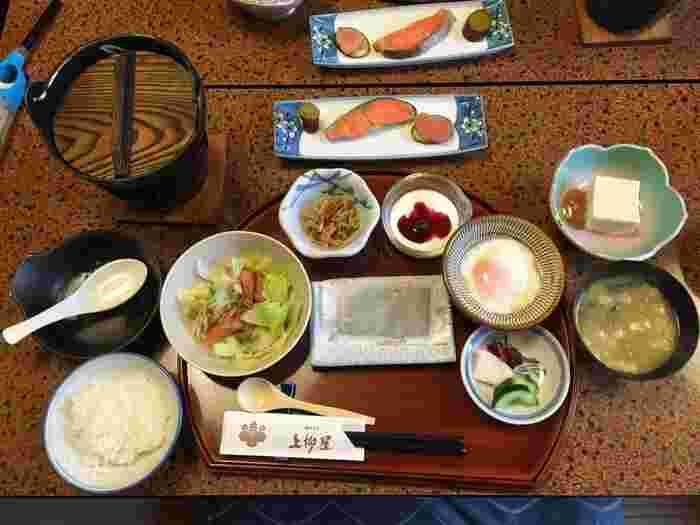 宿の自慢がお料理です。自家製のオーガニックや、新鮮な朝採り野菜を女将が丹精こめて手作りしています。
