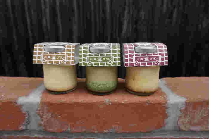 川越で栽培されている「河越抹茶」を使ったプリンや季節限定フレーバーなど、数種類のプリンはどれも丁寧に手作りされています。レトロなパッケージもどこか懐かしく、お土産にも喜ばれますよ。