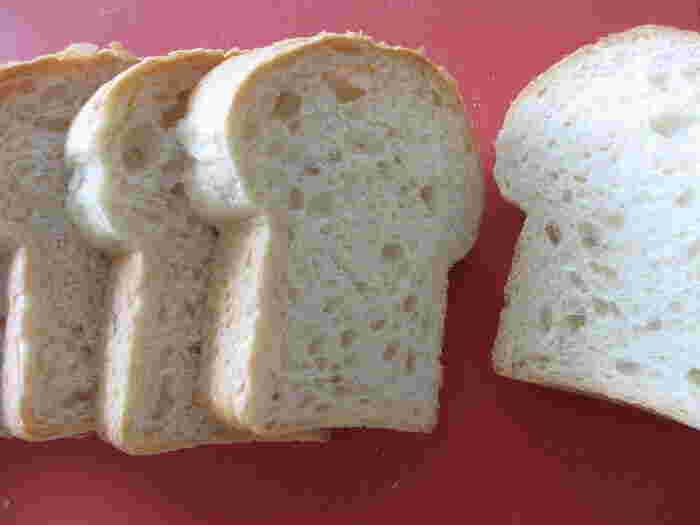 お店のいちおしは食パンです。4種類の食パンがあり、ふんわりやわらかなベーシックな食パン、リッチな味わいの食パン、豆乳を使ったもっちり食パン、ハードな歯ごたえの食パンなど、好みに合わせて選べます。