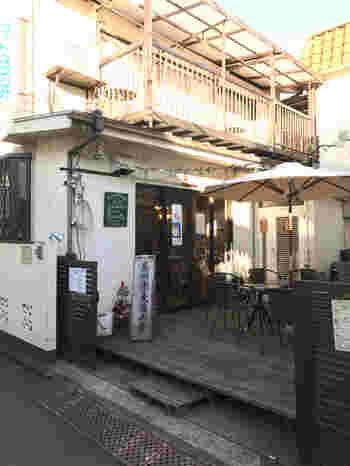 高円寺の住宅街にある「高円寺麦酒工房」は、店内に併設した醸造所で造った自家製ビールが評判のお店です。