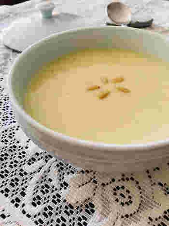 スープOKのランチジャーなら、おかゆ・雑炊・リゾットなどとろとろ系主食も大丈夫ですね。ちなみに、こちらは韓国のさつま芋のおかゆ。ランチジャーなら、スープジャーの機能に加えて、他のおかずなどもまとめて持参できるので便利です。