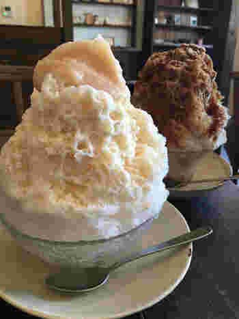 夏季には限定で、ふわふわのかき氷が登場しますよ。こちらは珍しい「白いんげんミルク」のかき氷。白餡と練乳のやさしい甘さが感じられて、長谷散策での疲れを癒すのにぴったりです。 そのほか「黒糖麦こがし(バニラアイス入り)」「ほうじ茶ミルク」「生いちごミルク」などもラインナップ。