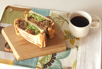 いつものサンドイッチをホットサンドにするだけでガラリと印象が変わります。チーズやカレー・・・温めたらおいしくなりそうな具材を探して作るのも楽しそうですね。自分だけのオリジナルレシピを考えて、春の行楽を楽しみにしましょう。